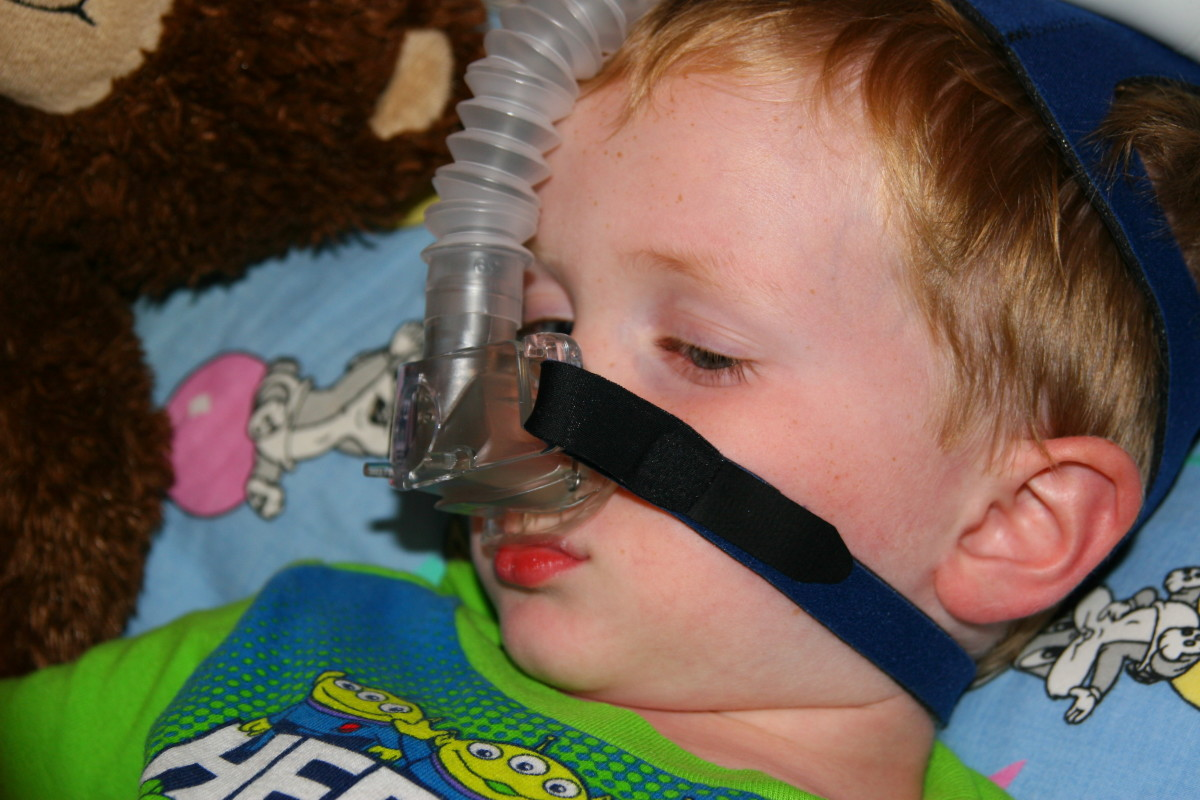 The Child Lite mask is quiet, but poorly secured. In addition, the tubing is held in a rigid position on the child's forehead.
