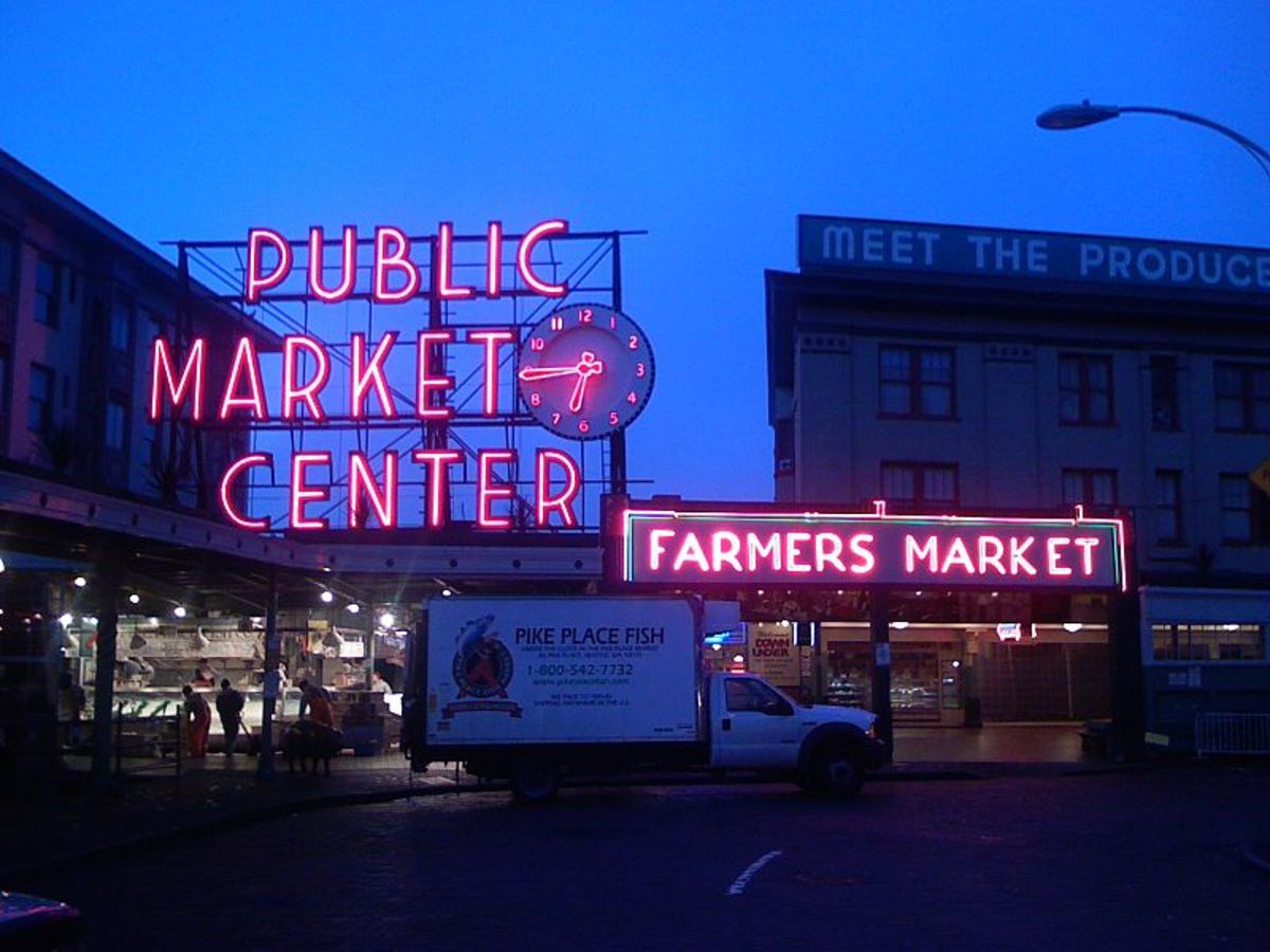 Pike's Place signs - closing time Author: Alex Reynolds