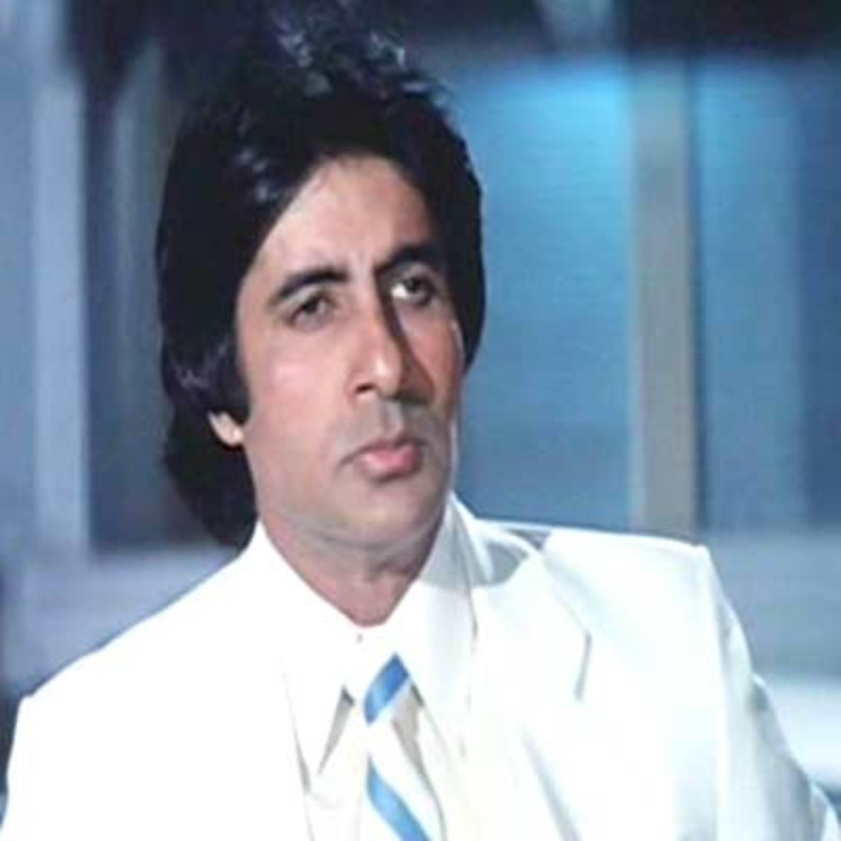 This number brings out the pain of an ailing soul (played by Amitabh Bacchan), who is starved of affection, and having got it finally, has lost it again.