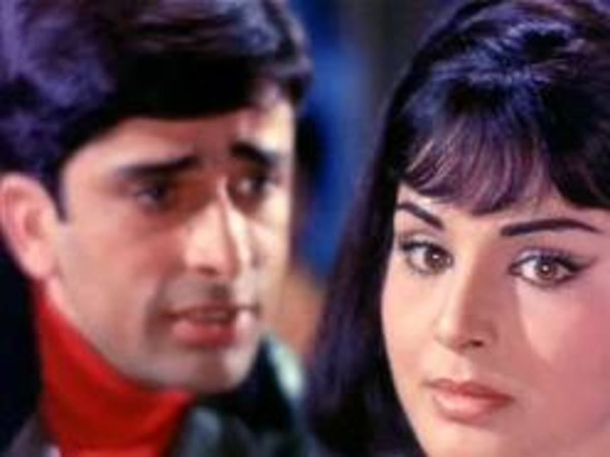 Shashi Kapoor and Rakhi in Khilte hain gul yahan - A great song in the movie Sharmeelee