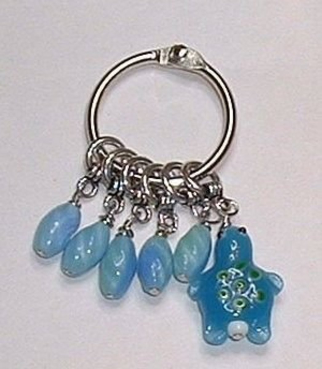 These stitch markers use the round portion of toggle clasps instead of split rings.