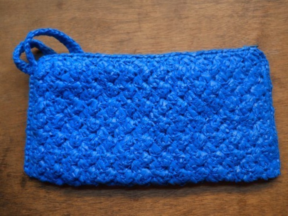 A lovely pouch which is crocheted using the Ripple stitch pattern