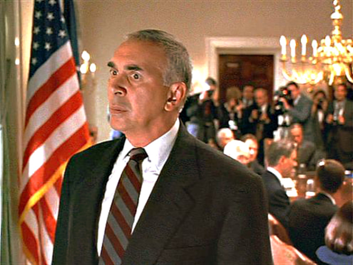 Frank Langella at his malevolent best as White House Chief of Staff Bob Alexander. Dave Kovic - his would-be presidential stooge - is sat just behind his left shoulder