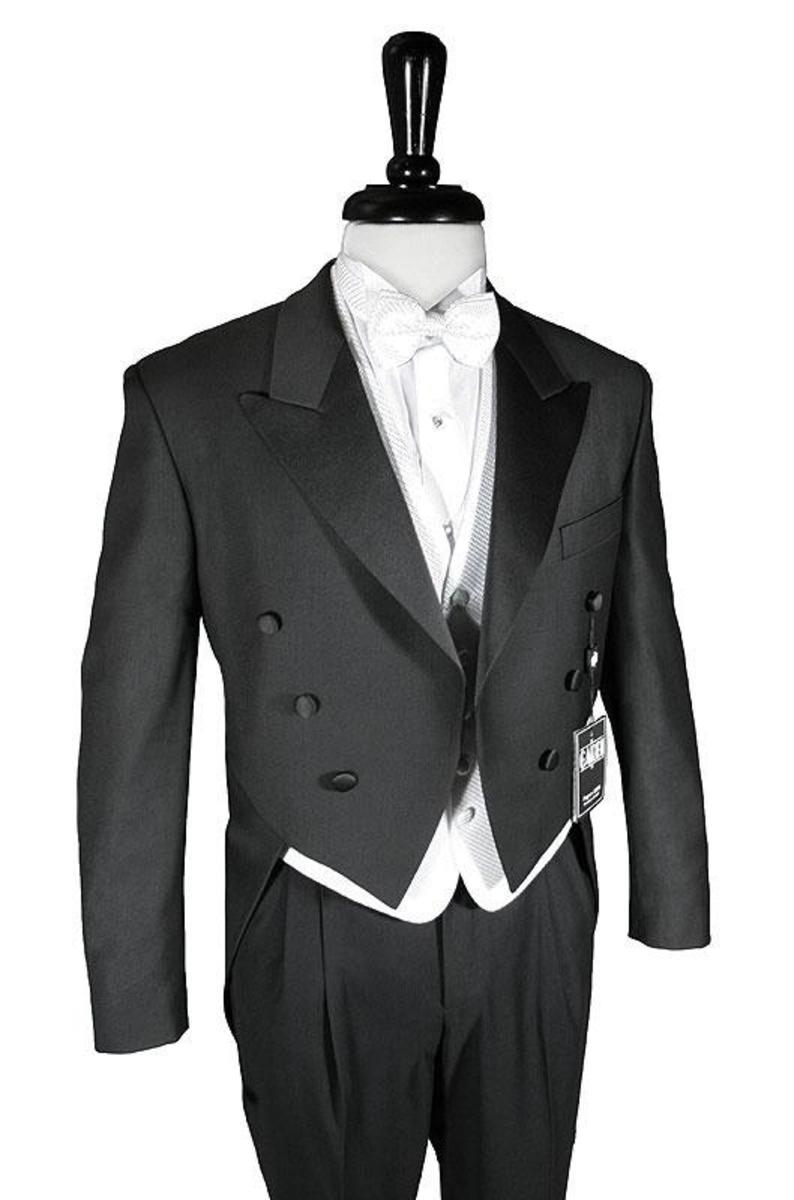 Tailcoat tuxedo, white pique vest and tie, white tuxedo shirt and THERE IS NO CUMMERBUND.