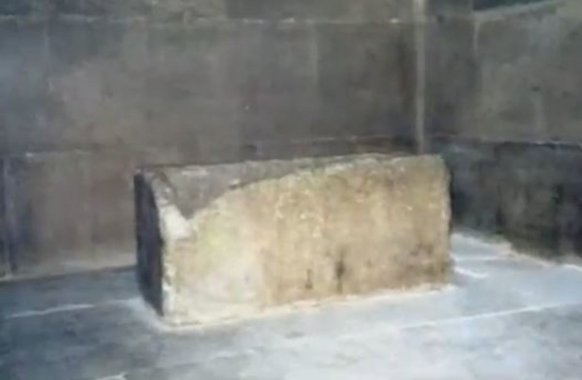 Empty stone chest on the central alignment of the pyramid