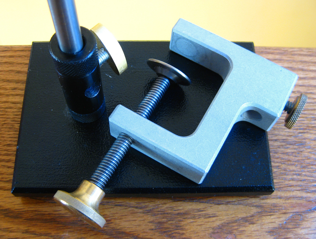 The Anvil Apex vise is supplied with both the pedestal base and the c-clamp standard.