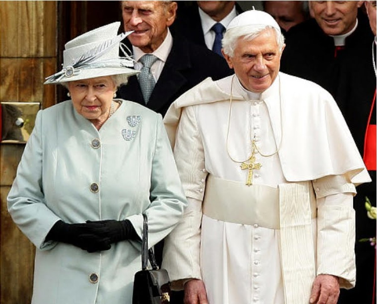 The Queen and former Pope Benedict XVl