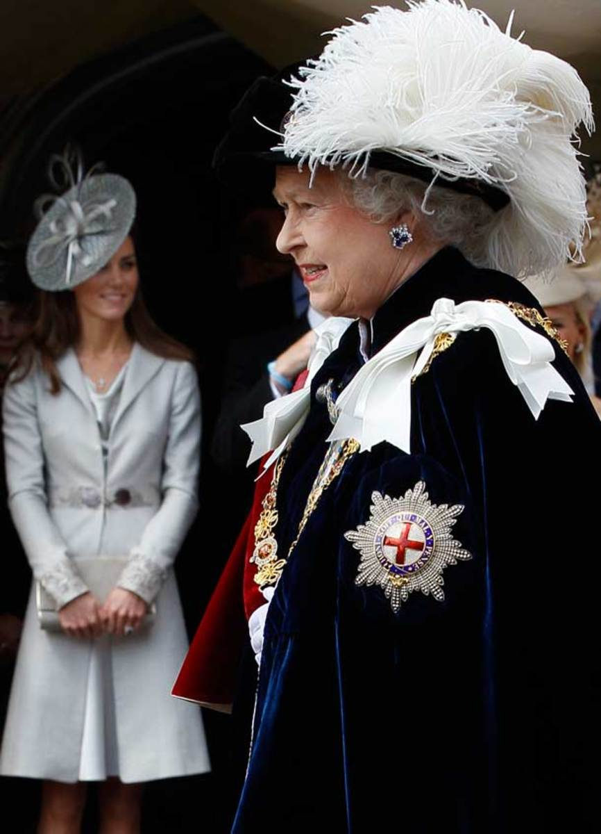 The Queen with the Mark of Dan Crest