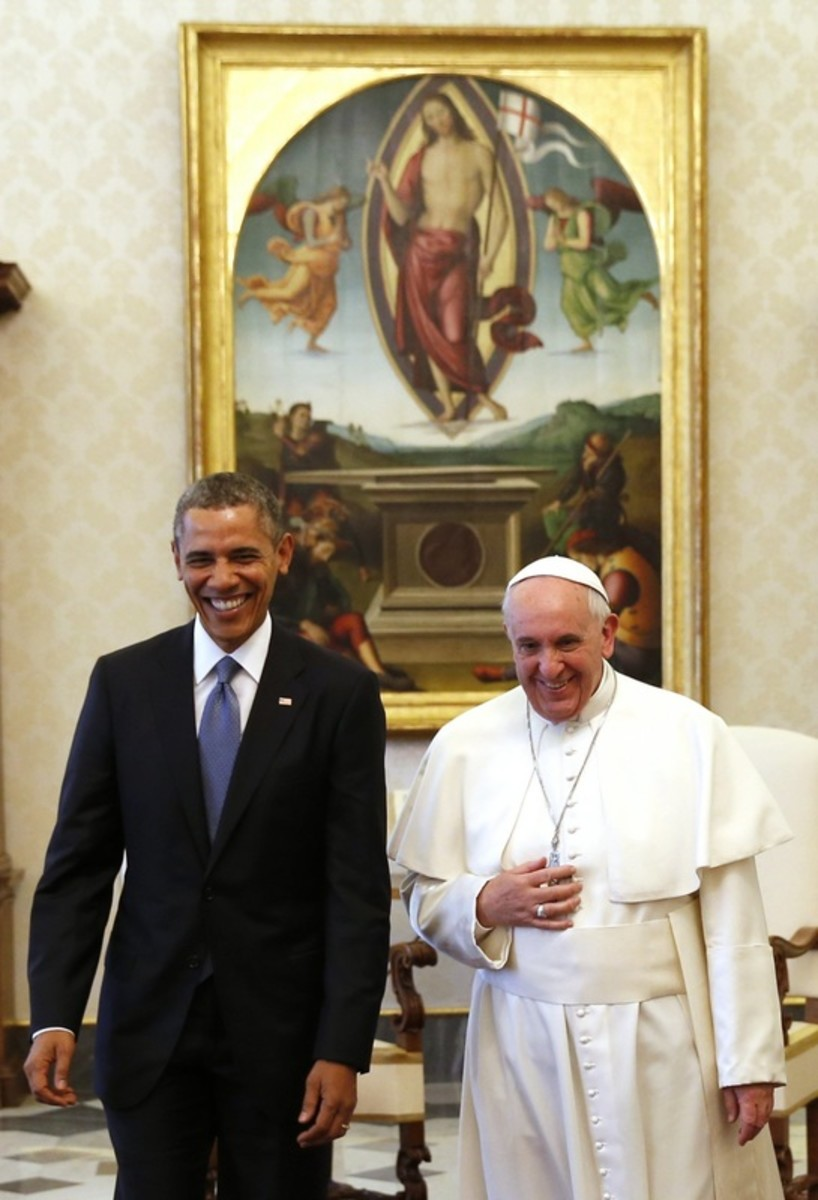 Barack Obama and Pope Francis, standing in front of Jesus Christ with the Flag of England or the flag of Constantine?