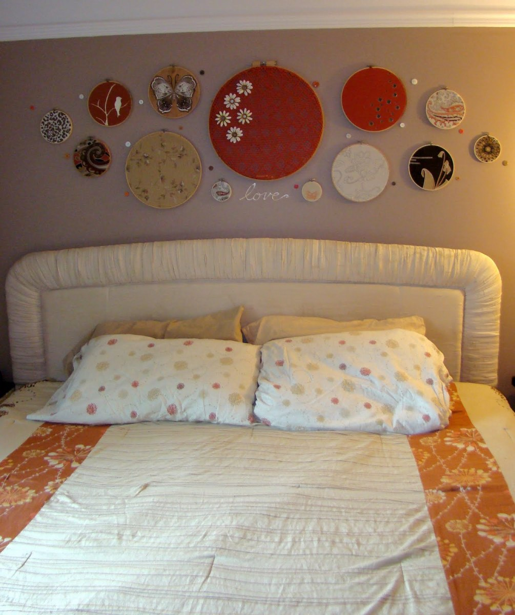 embroidery hoop wall décor in bedroom