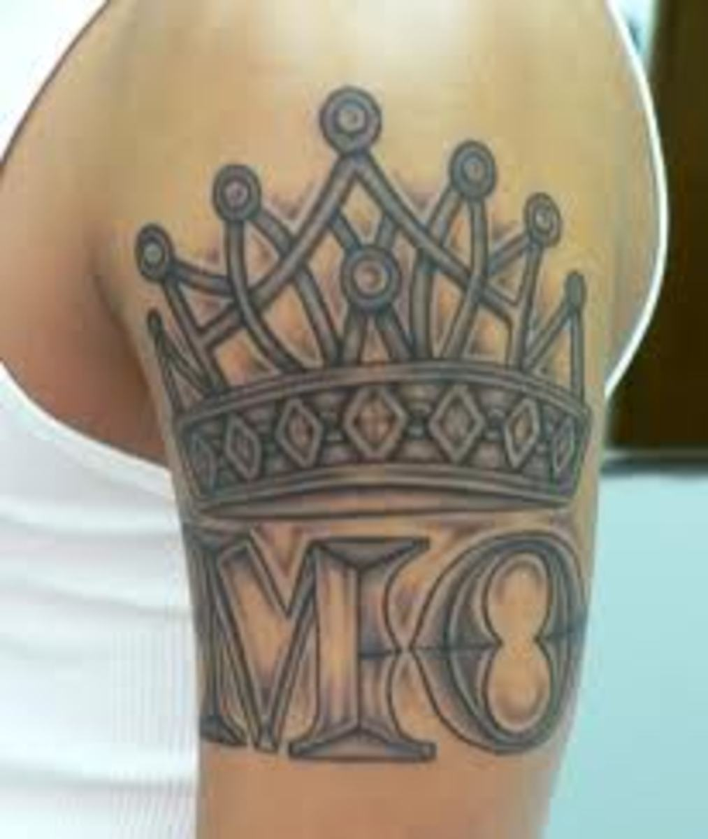 the crown tattoo and meanings crown tattoo designs and ideas hubpages. Black Bedroom Furniture Sets. Home Design Ideas
