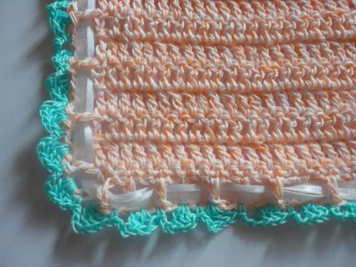 free-crochet-pattern-easy-baby-bib-in-cotton-thread