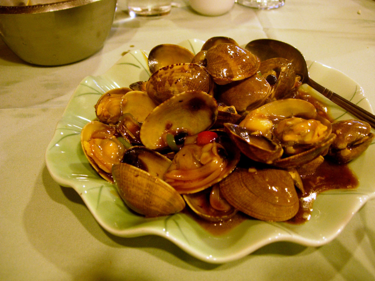 Stir-fried clams with bean sauce and chili