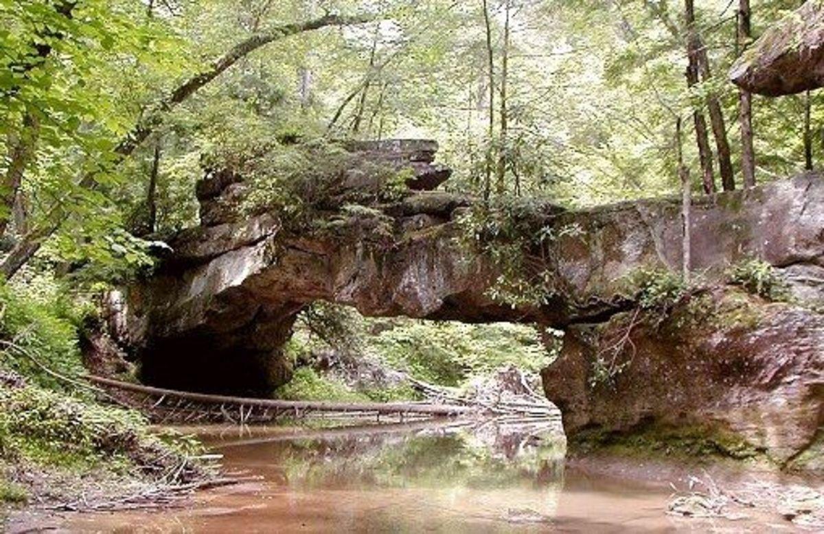 Natural rock bridge at Red River Gorge