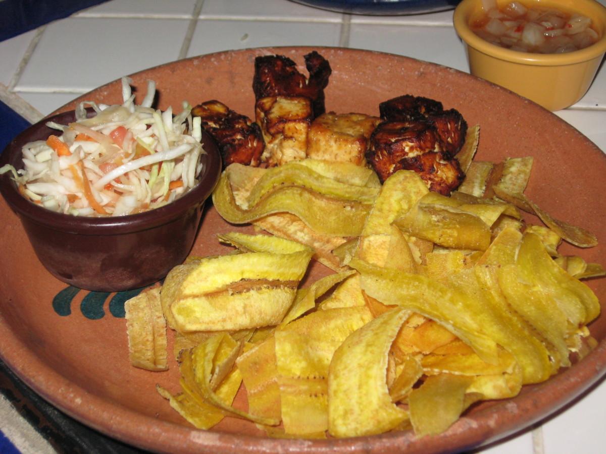 A classic plate of Tajadas con Queso