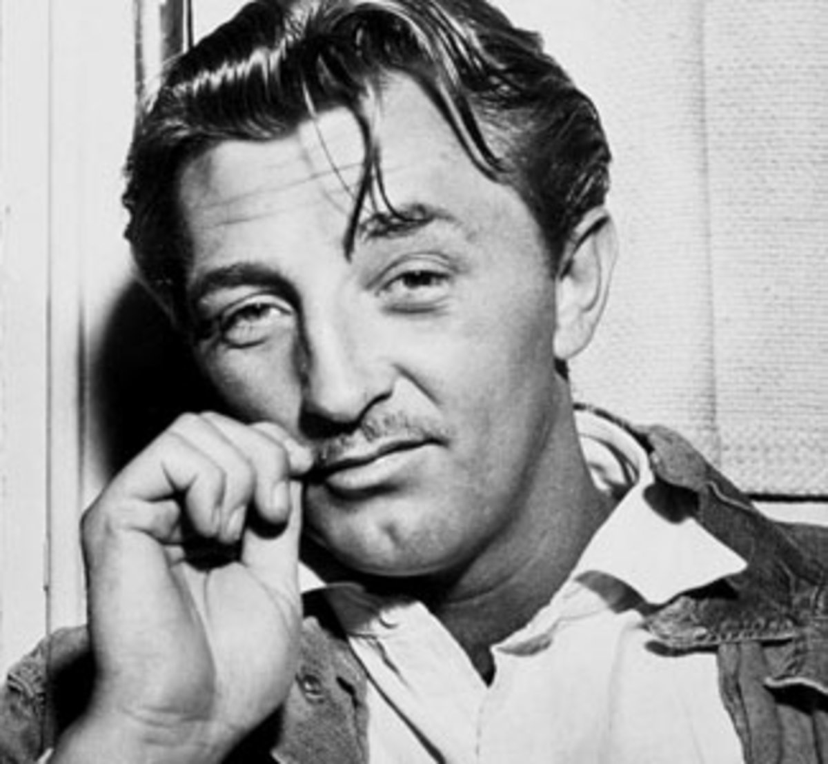 Robert Mitchum - From Chain Gang to Film Stardom
