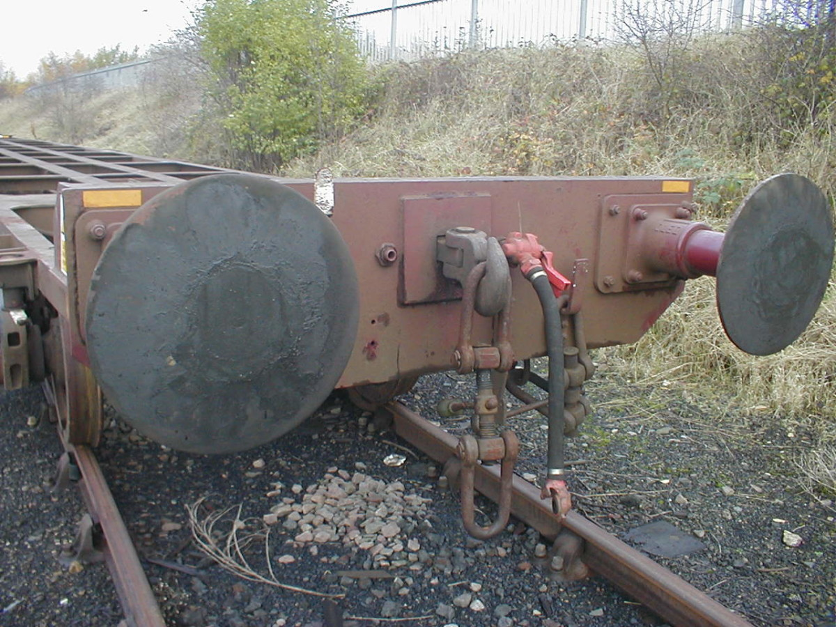 Screw coupling with vacuum pipe on fitted wagon buffer beam, British Railways Oleo buffers - most durable model version is Jackson screw coupling from Markits in blackened, etched brass with un-treated brass coupling unit