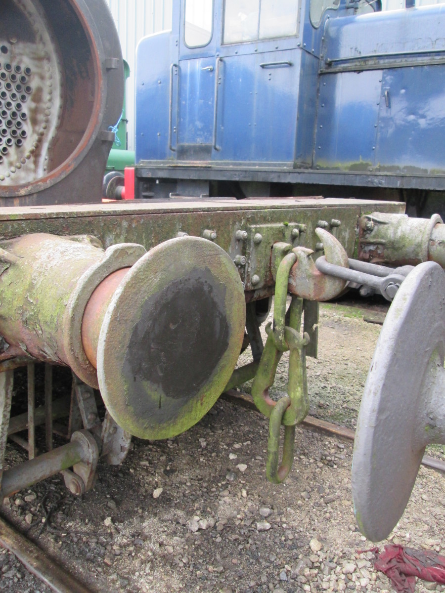 Close up of buffer beam and buffers - instanter couplings fitted to this wagon (coupled to its neighbour by screw coupling)