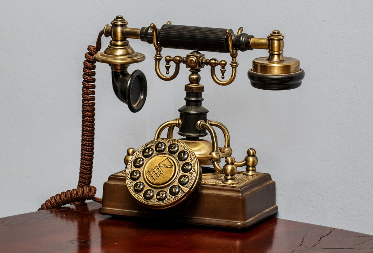 Good telephone manners will never go out of style.