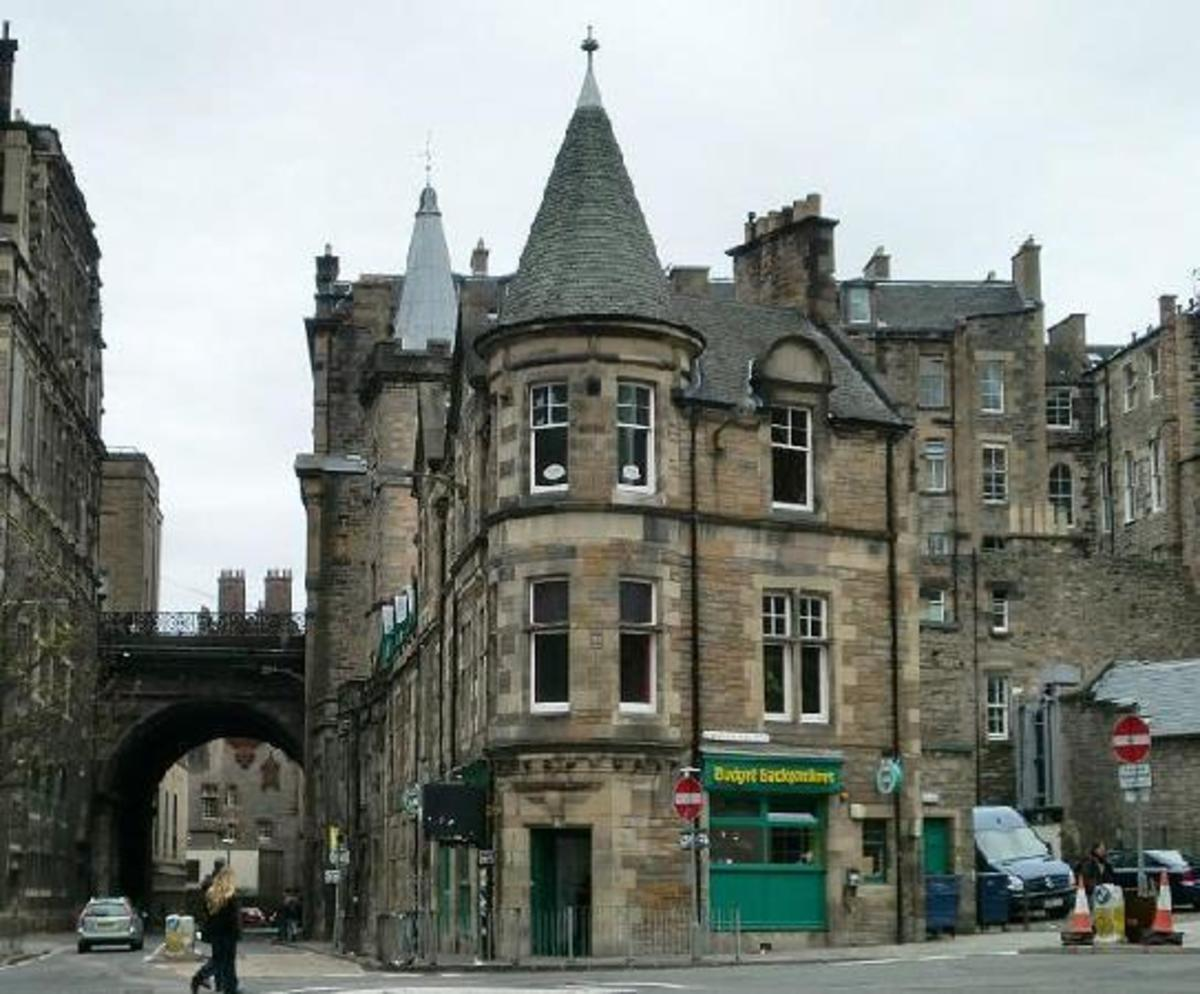 Famous Streets in Scotland : The Cowgate in Edinburgh