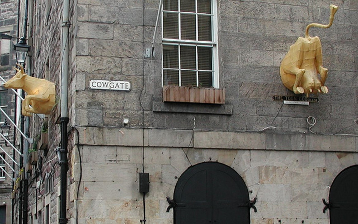 famous-places-in-scotland-the-cowgate-in-edinburgh