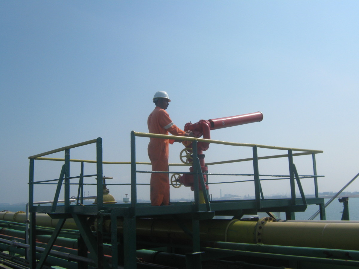 FOAM / FIRE MONITORS - USED FOR PROTECTION AND FIRE FIGHTING OF THE CARGO TANK AREAS USING THE FIXED FOAM SYSTEM.
