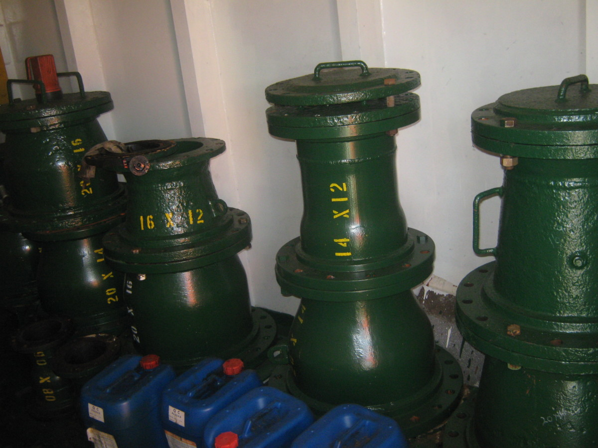 MANIFOLD REDUCERS - USED FOR ADJUSTING THE SIZE OF THE CARGO MANIFOLDS WITH THE CARGO TRANSFER HOSES