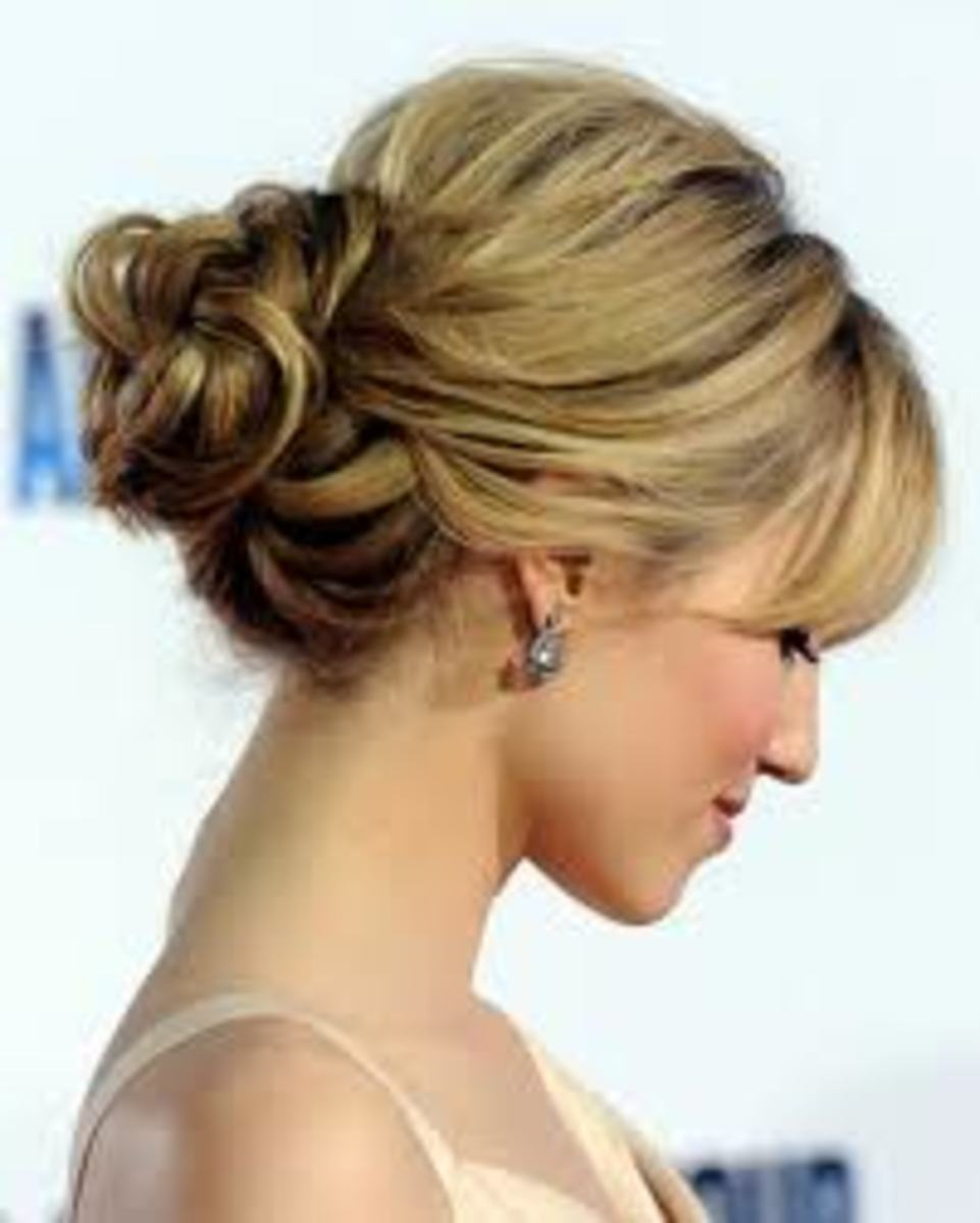 A simple, pretty knot of curls.