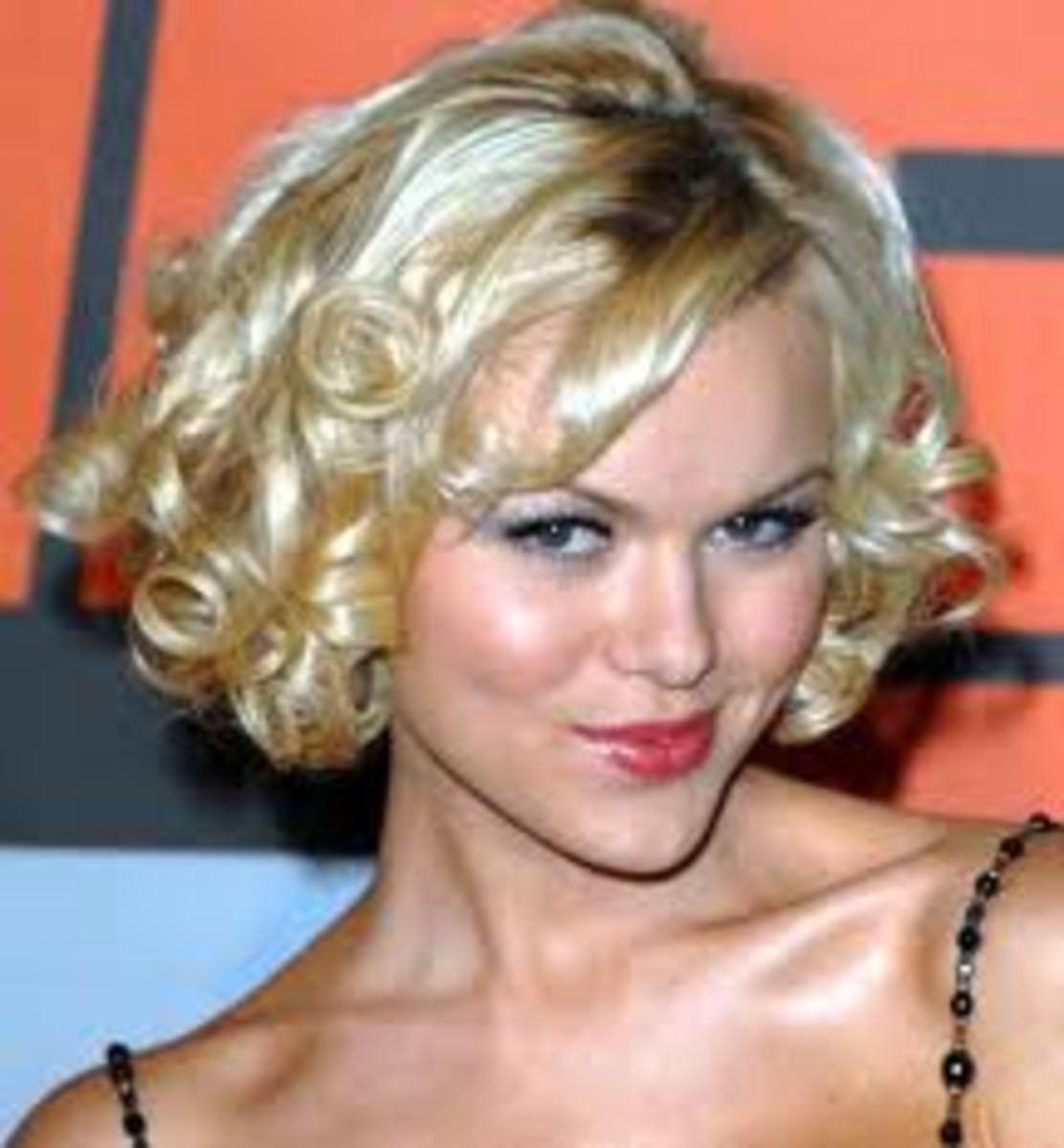 Short Hair Styles for Dressing Up: 5 Simple Styles That Anyone Can Do