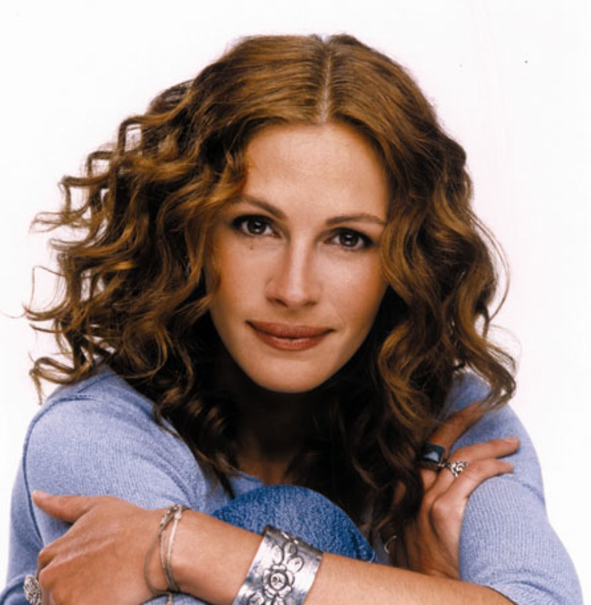 Julia Roberts is an American actress who has acted in more than 30 films till date. She has won several Awards and recognitions.