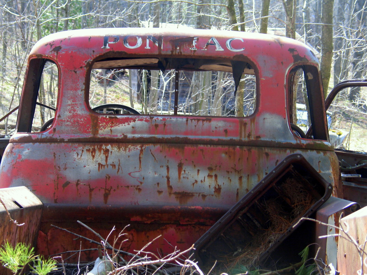 """Although """"Pontiac"""" is clearly painted on back of the cab, I don't believe this was a Pontiac pickup.  I believe Pontiac did make a pickup in the 1920s though."""