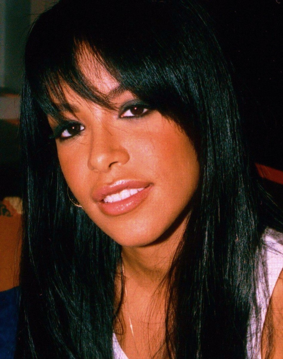 Aaliyah before colored contacts