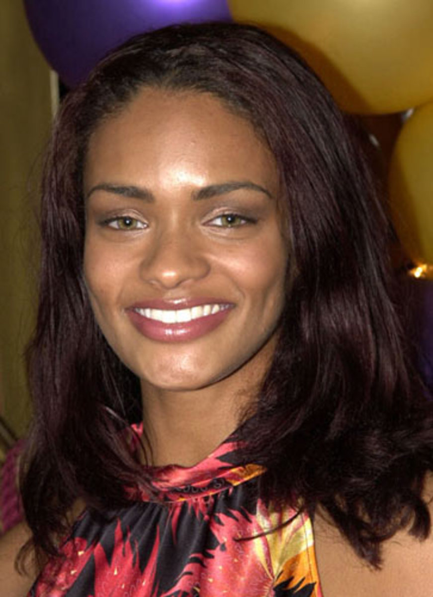 Kandyse McClure: Black woman with green eyes