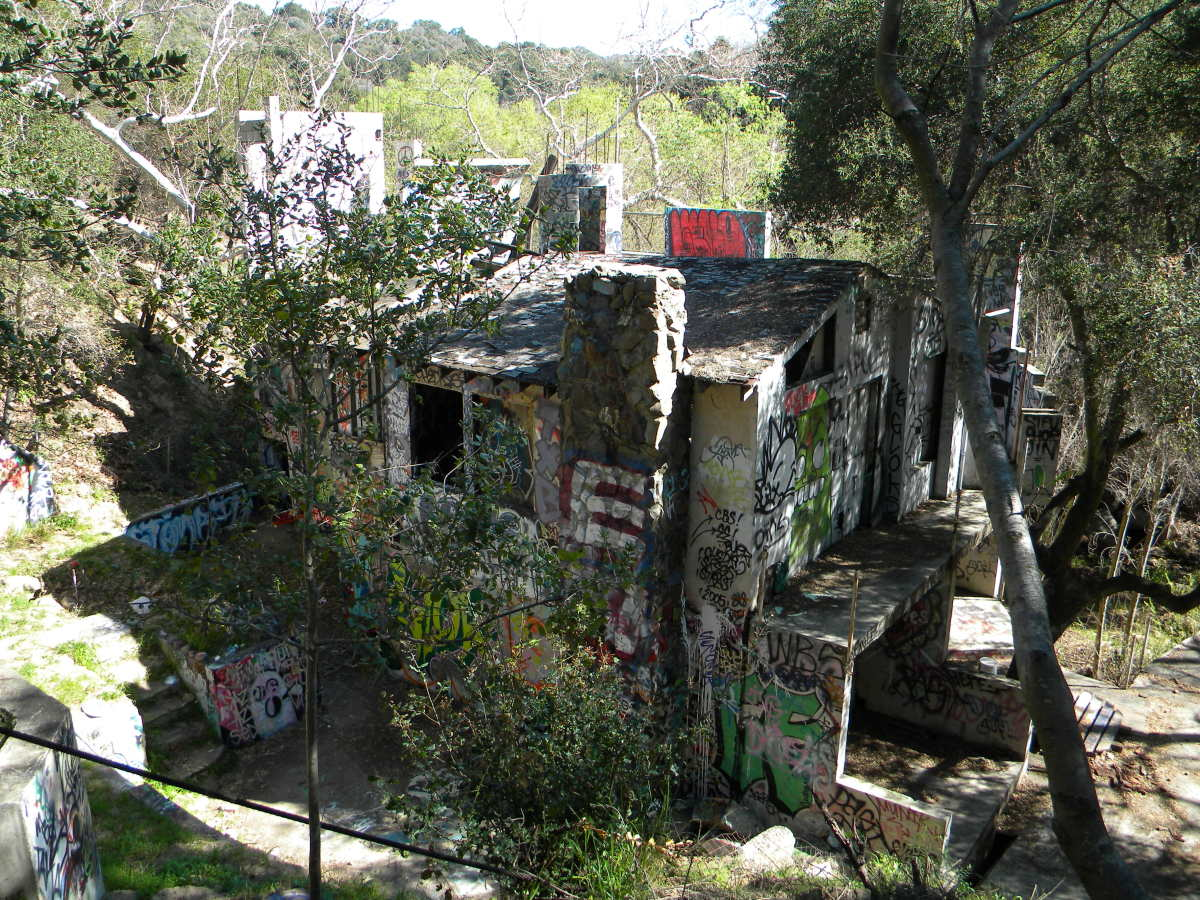 the-mysterious-abandoned-house-in-topanga-canyon