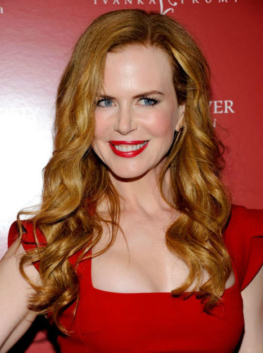 Nicole Kidman: Red Lipstick on Pale Skin