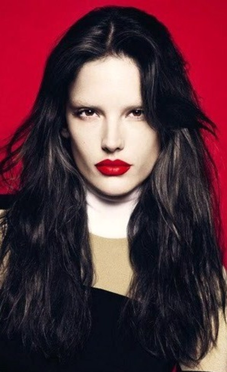 Alesaandra Ambrosio: Mod Style with Red Lips