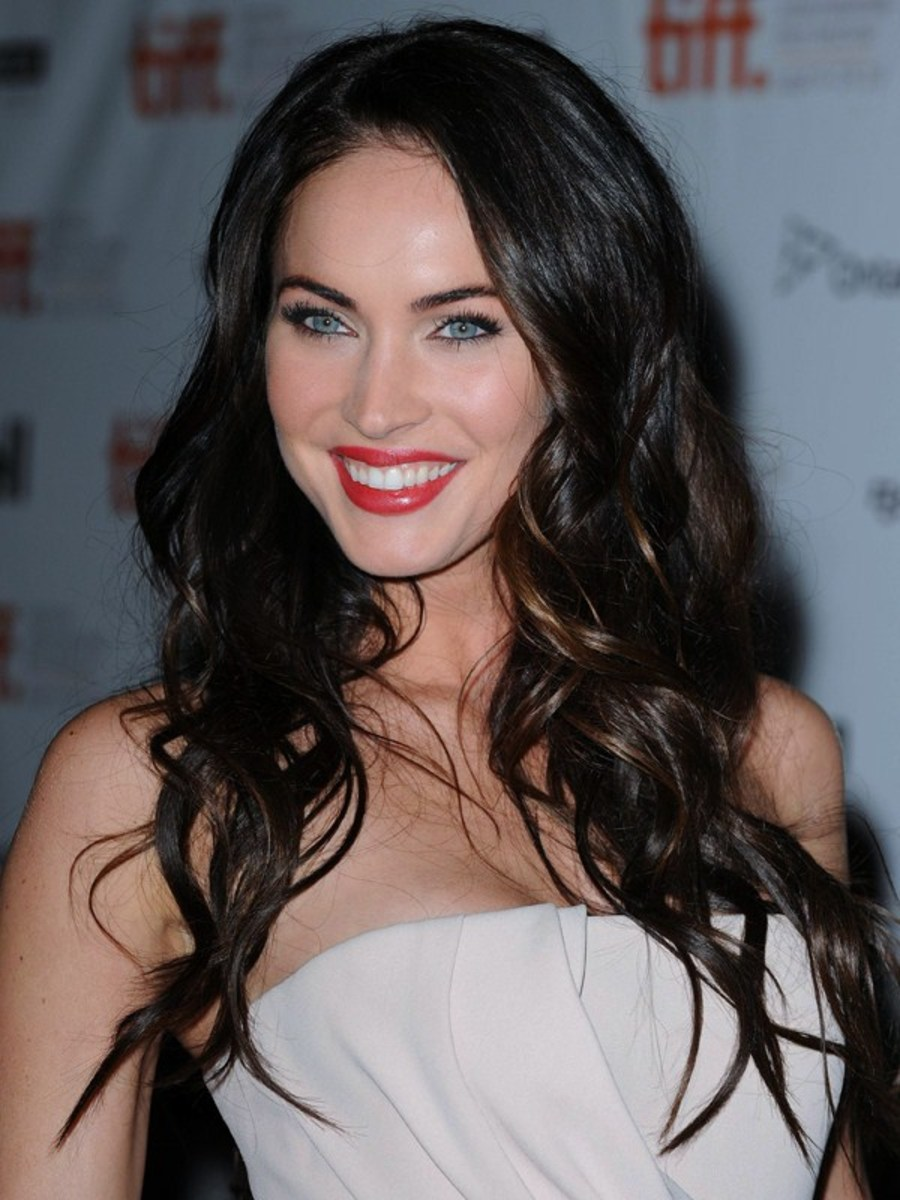 Megan Fox: White Skin and Red Lips