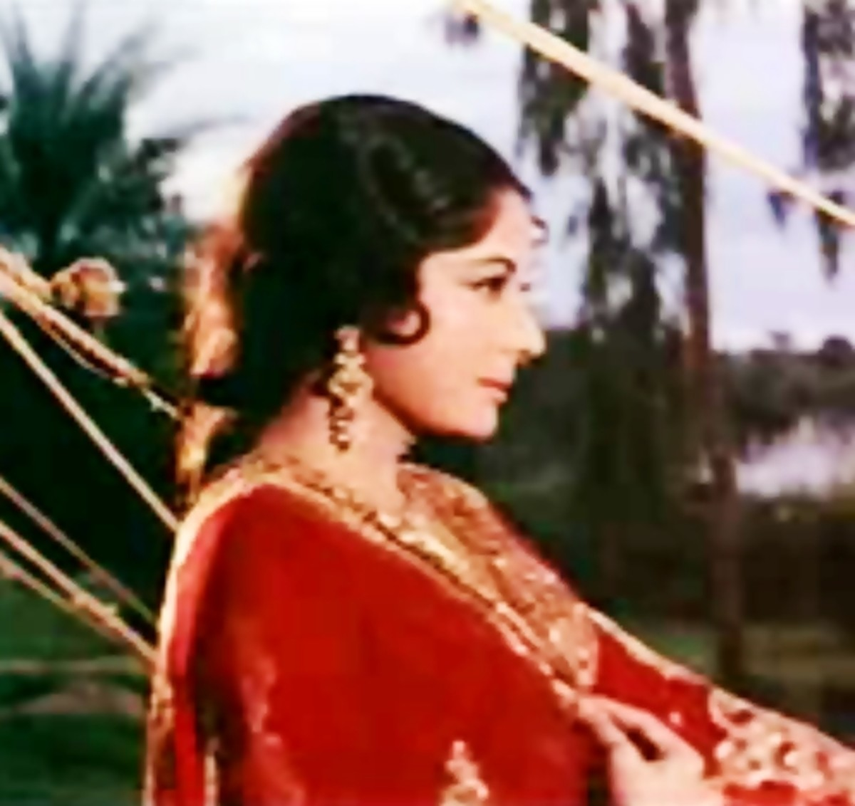 Meena Kumari in Pakeezah : This song is made of music of nature and purity