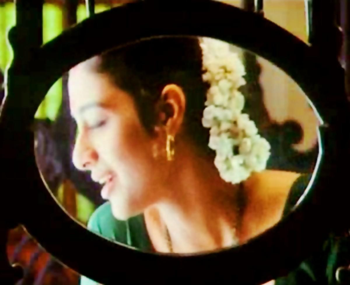 A great sensual melody by Kumar Sanu & Chitra