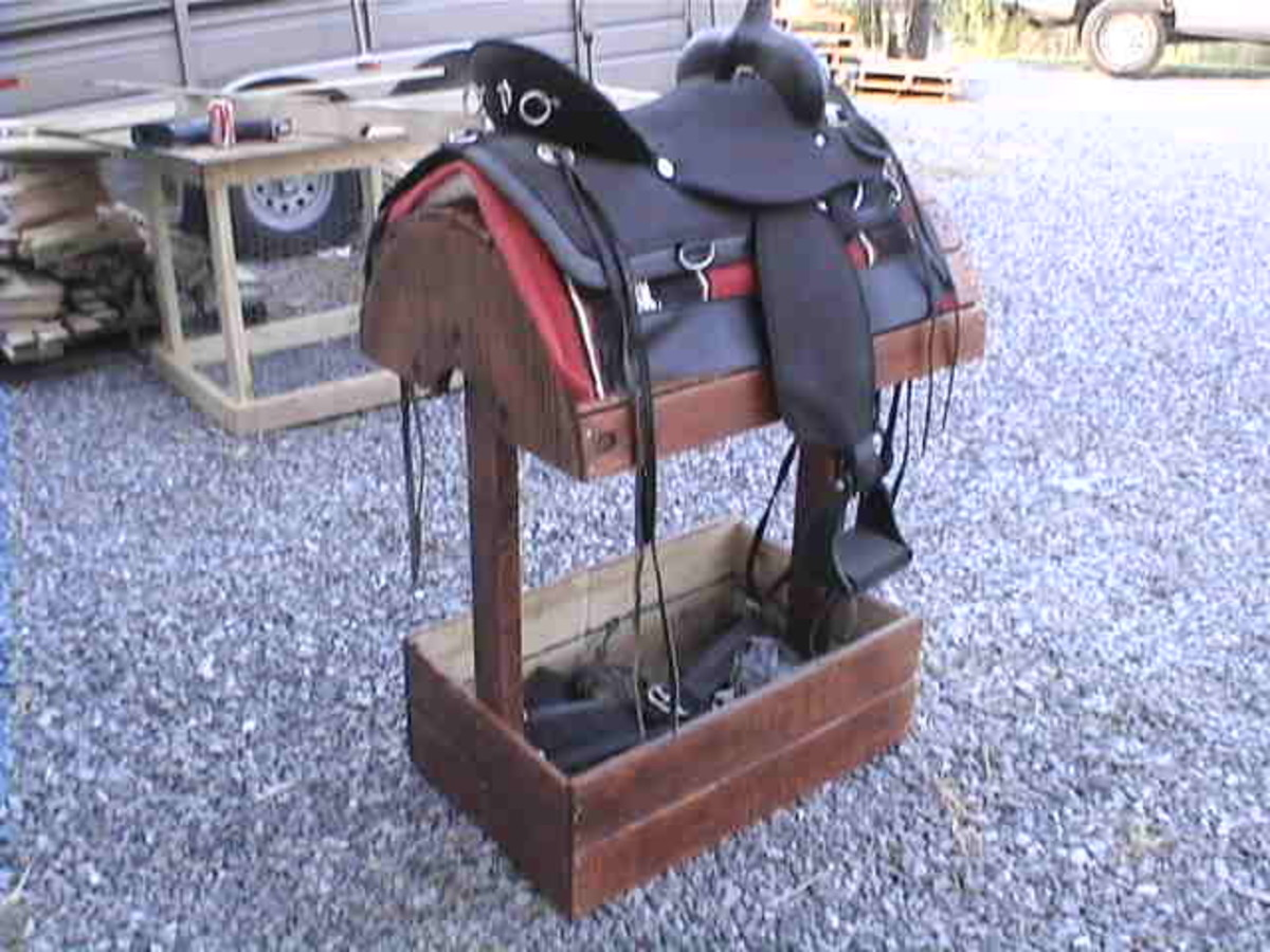 saddle stand out of a pallet