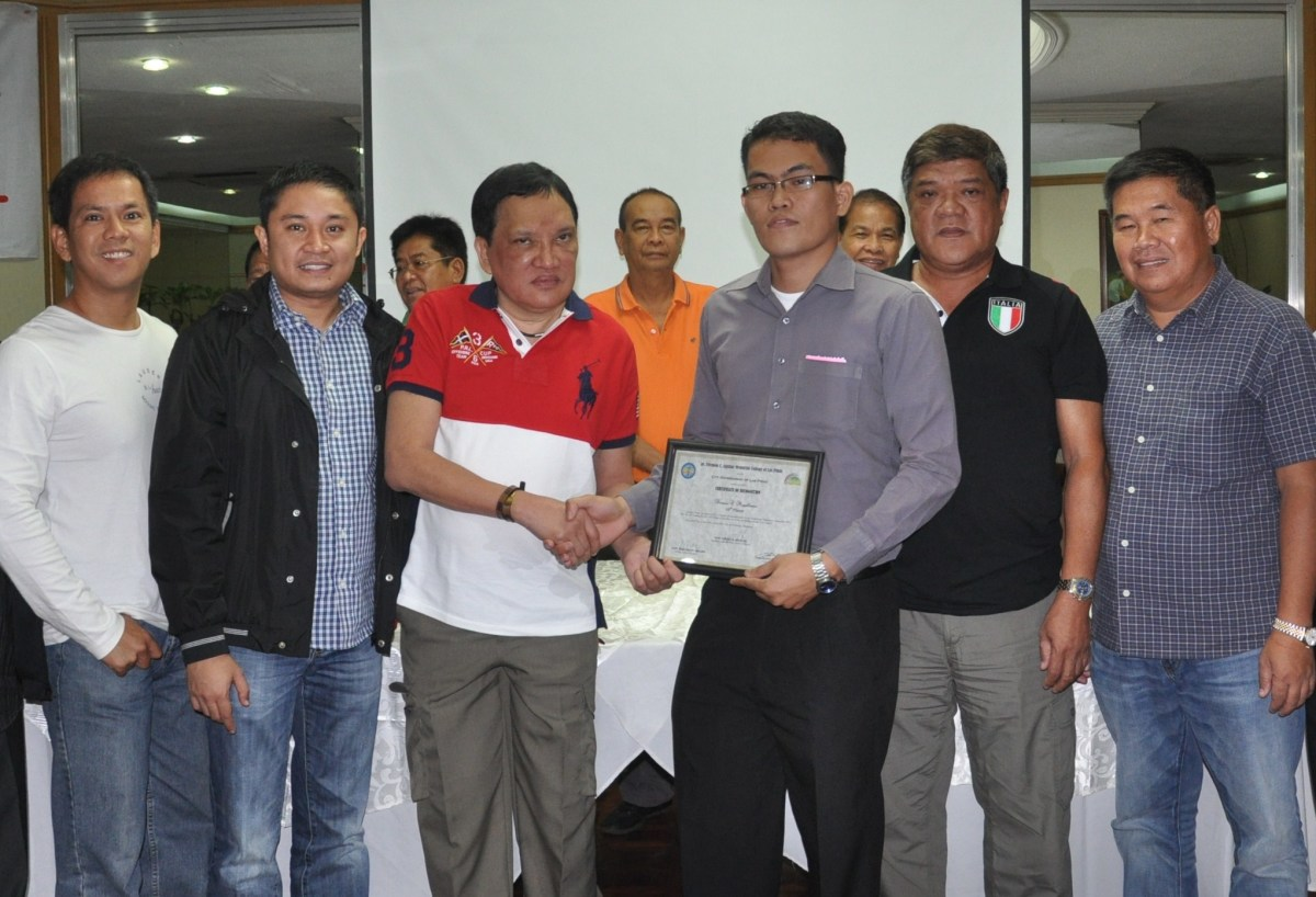 Las Piñas City Mayor Vergel 'Nene' Aguilar (3rd, left) congratulates Dennis Magallanes, 10th placer  in the May 2011 Certified Public Accountancy Board Exam and 20 others.