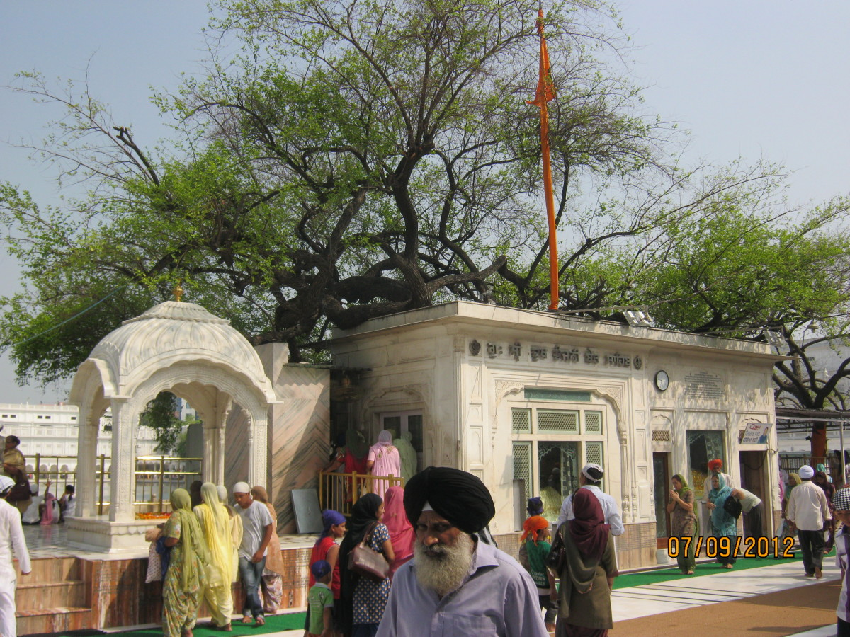 Thara Sahib - the place from where Guru ji supervised the work of the holy pond and the temple.