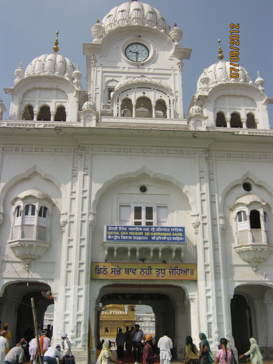 the main entrance to the Golden temple complex.