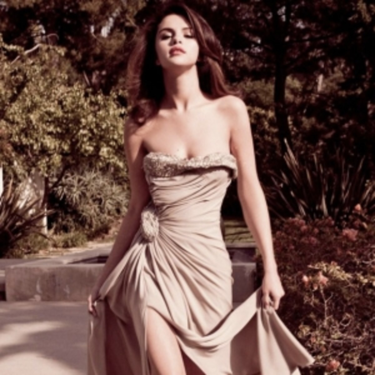 Super Skinny Selena Gomez in Formal Gown