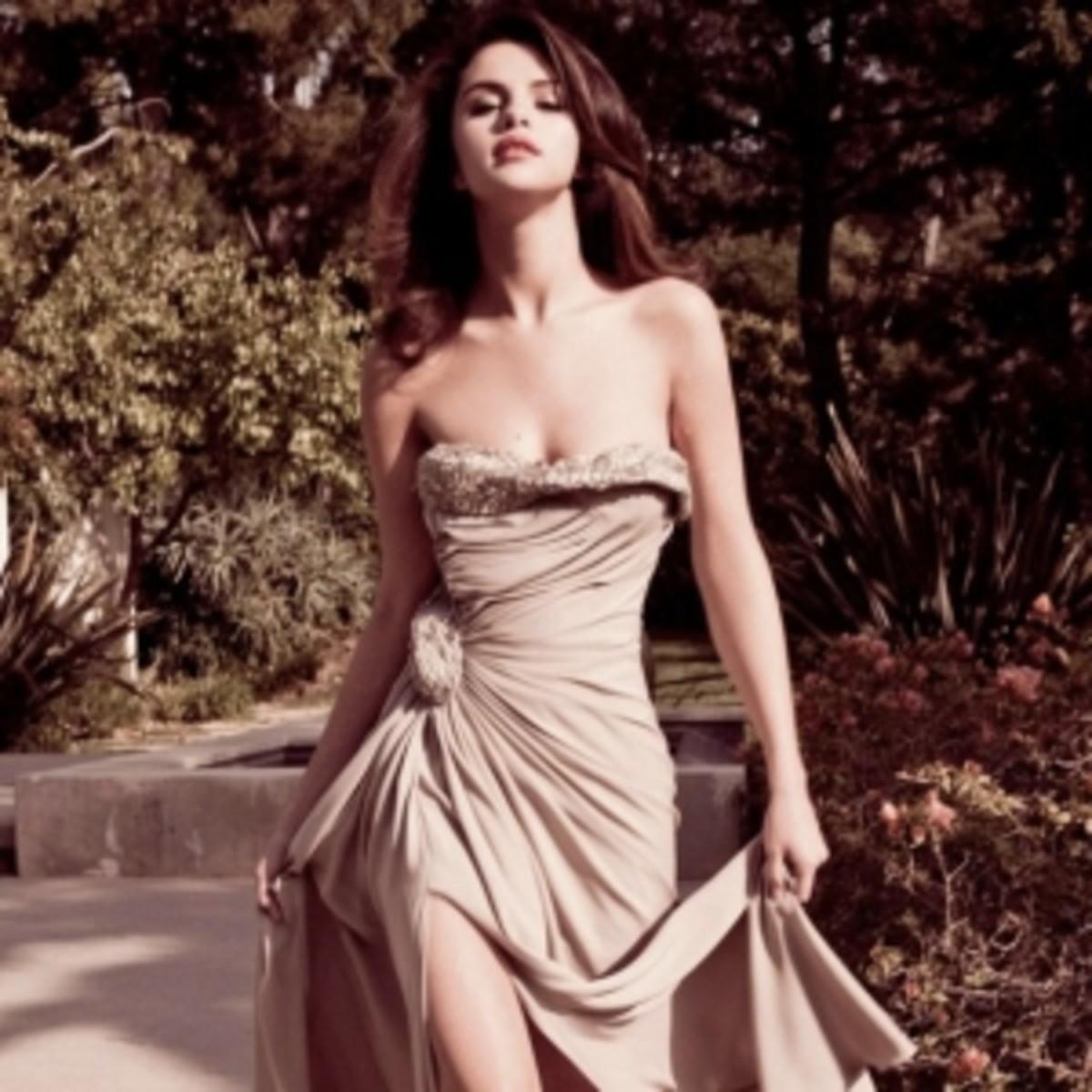 Super Skinny Selena Gomez in Formal Gown