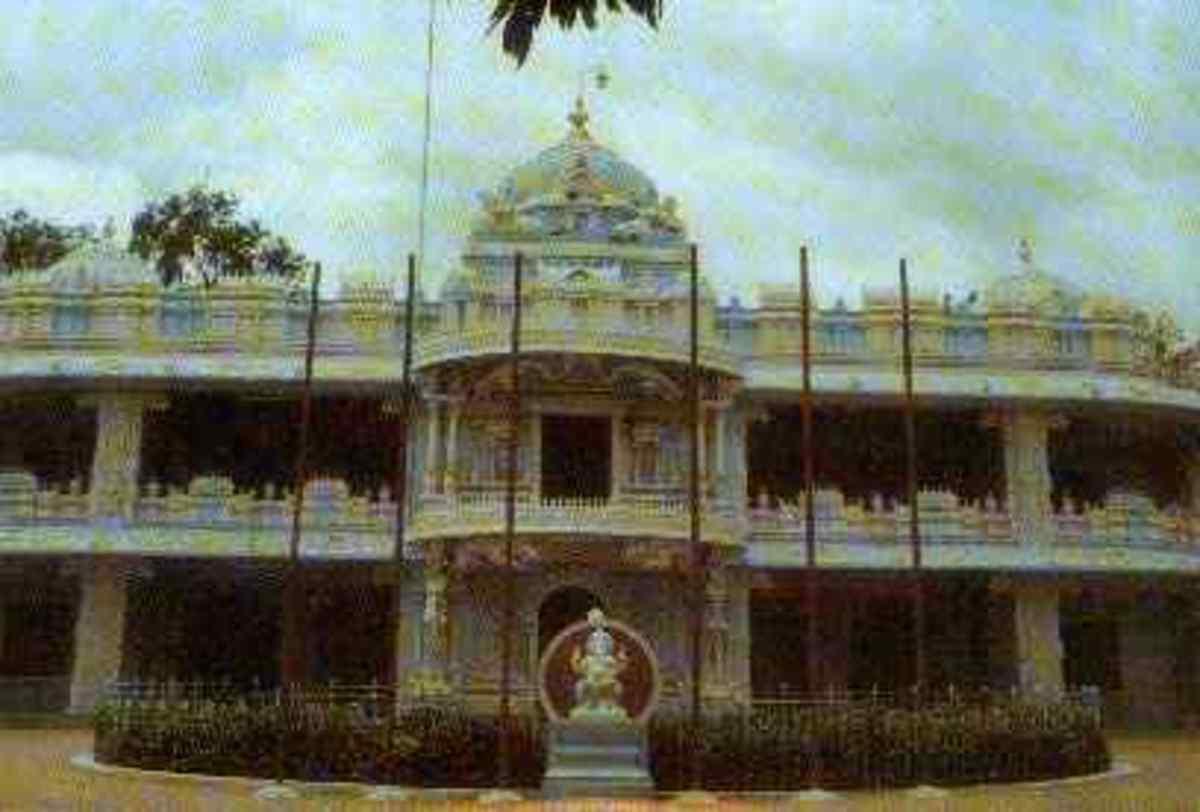 The Prasanthi Nilayam mandir of the 1980s