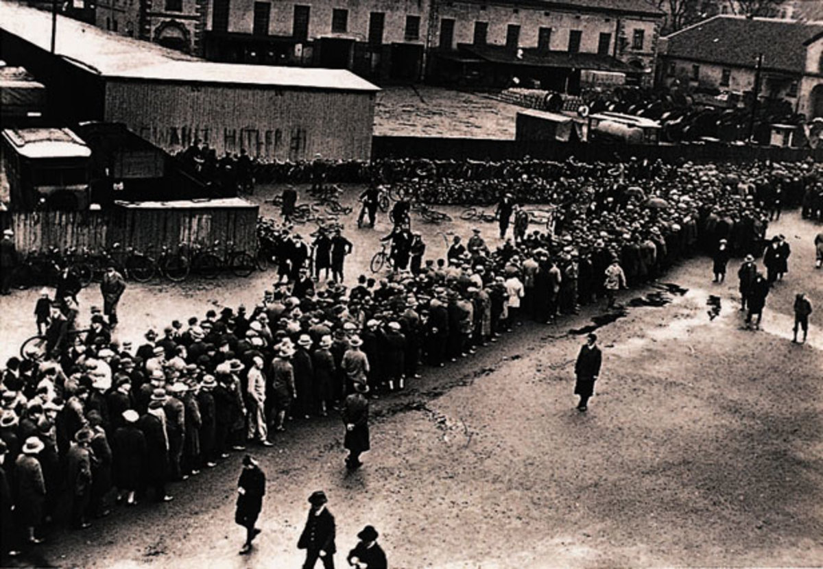 A long line of unemployed Germans trying to get work in the climate of vast unemployment between 1929-1933.