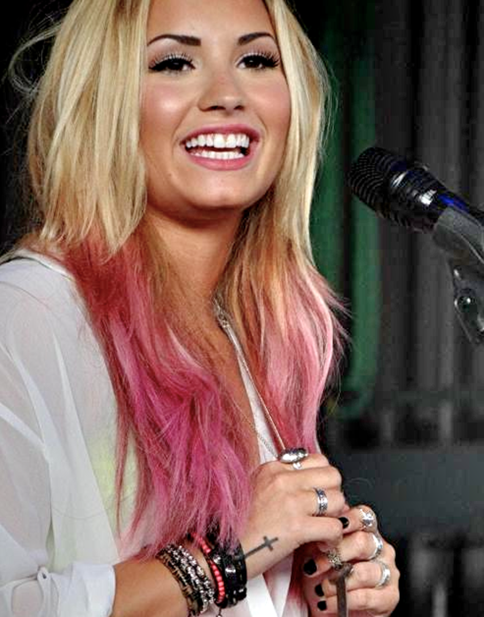 Demi Lovato with Long Blonde and Pink Dip Dye Hair