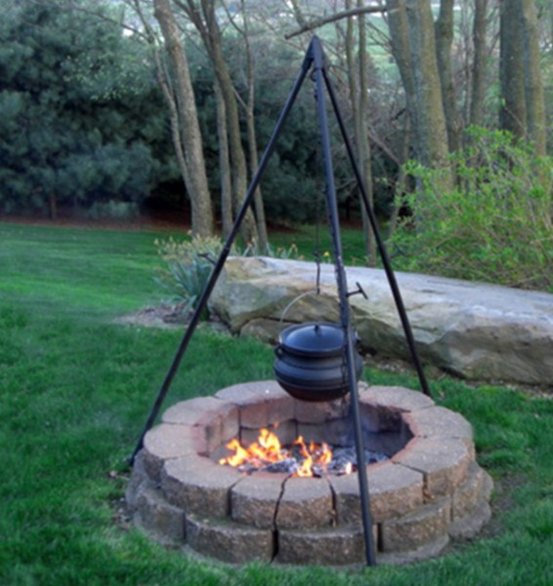 Professional Tripod and Cast Iron Pot