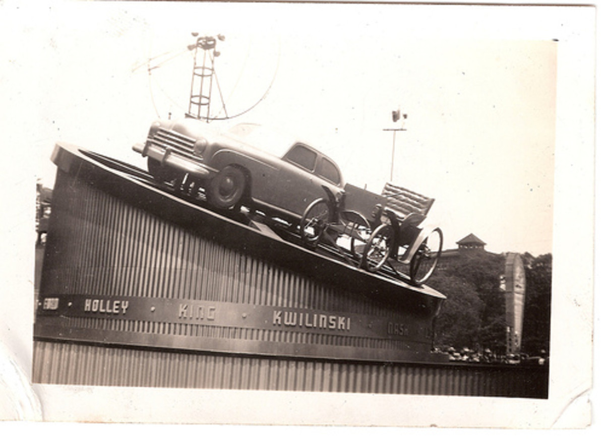 Display atop Hudson's Dept. Store on Woodward Ave. in Detroit to celebrate the Automobile Golden Jubilee in 1946.